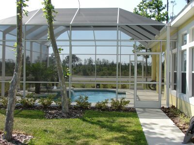 11 Advantages of Pool Area Screens